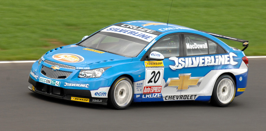 MacDowall takes the pole at Knockhill