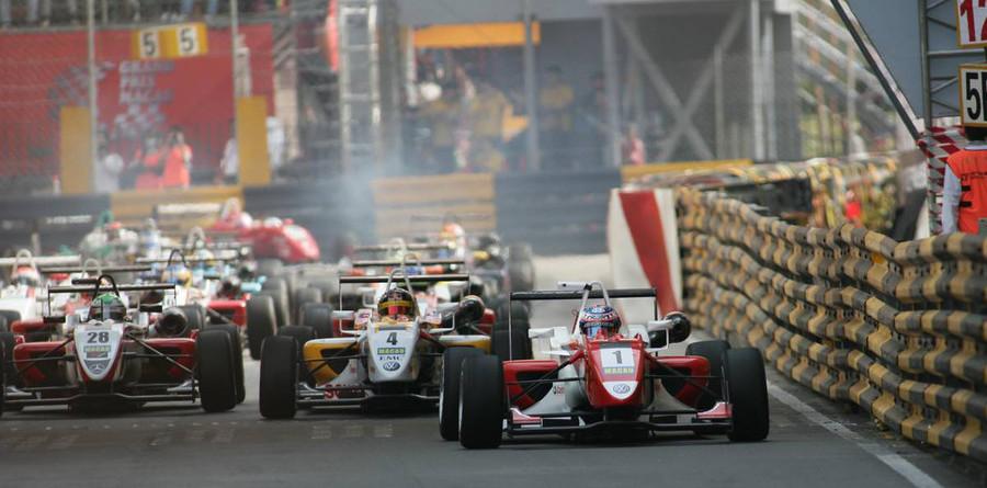 Signature dominate Macau qualifying race