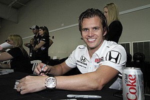 IndyCar Wheldon, Schmidt pull out all the stops for Vegas victory