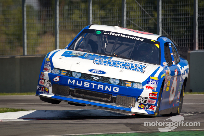 Ricky Stenhouse Jr. set to hold on to points lead at Dover II