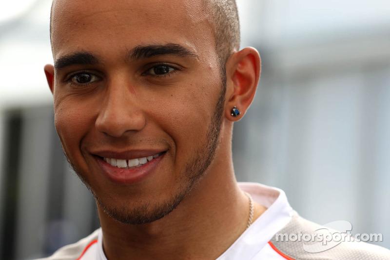 Early races key to new F1 deal - Hamilton