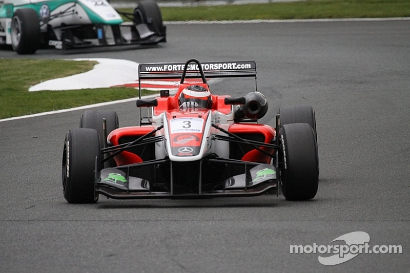Derani claims maiden victory in final lap dash at Oulton Park