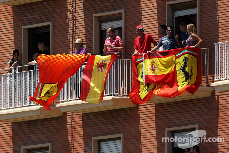 F1 fans without tickets as agency folds