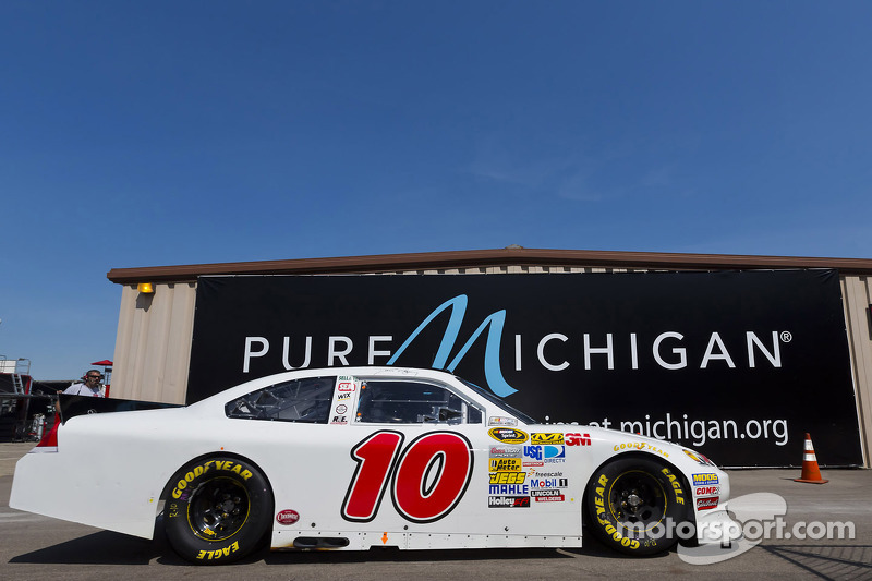 David Reutimann scores top-25 finish at Michigan