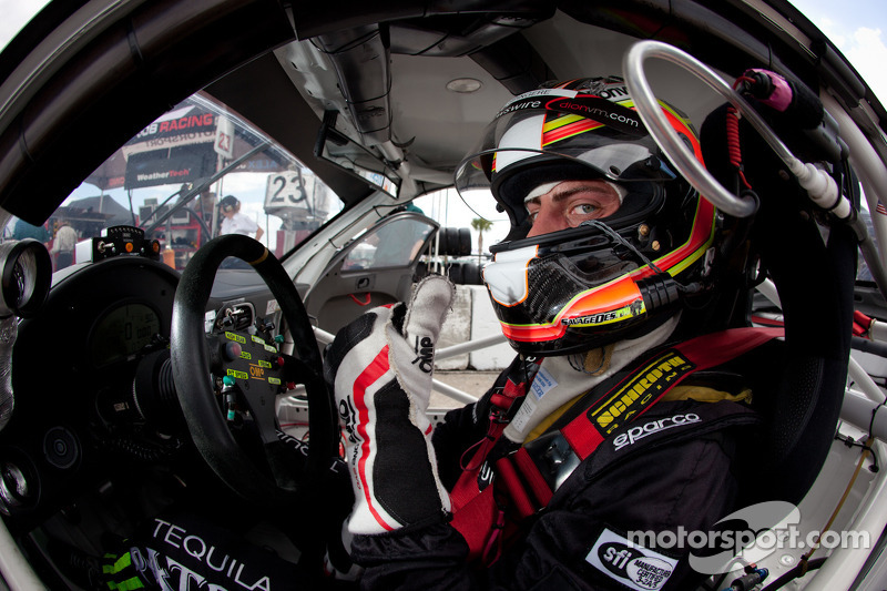 Stefan Mücke aims for victory in Aston Martin at Silverstone