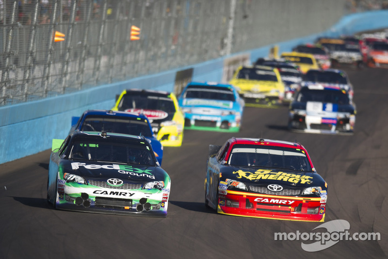 Hamlin leads Toyota drivers in Phoenix 500 with second place finish