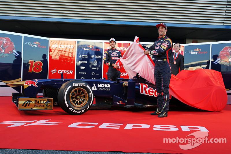 Scuderia Toro Rosso unveils new car: STR8 Away! - video