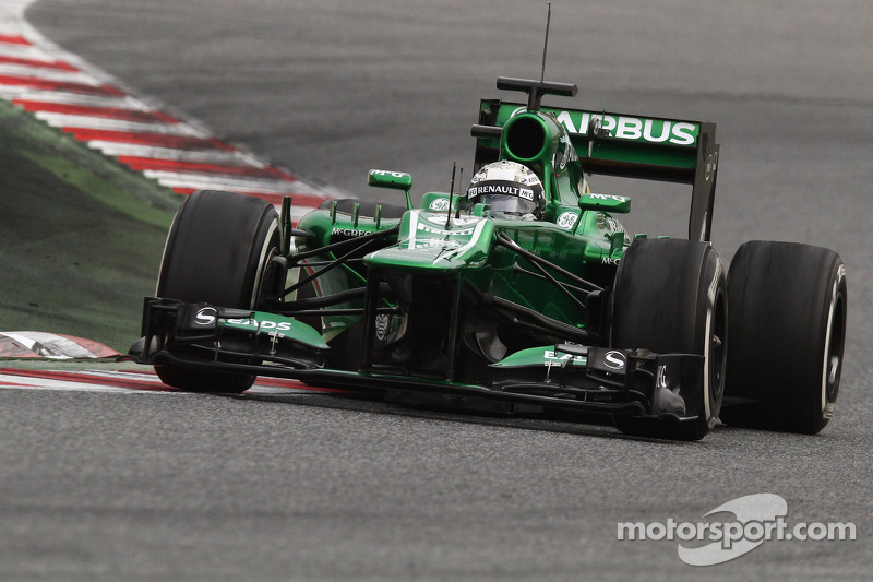 Caterham's Van der Garde debut at the wet track