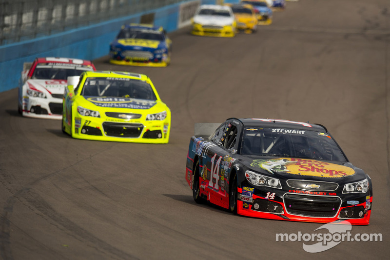 Stewart finishes eighth in back-and-forth race at Phoenix