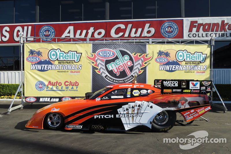 Gray drives his Dodge Funny Car to Gatornationals win