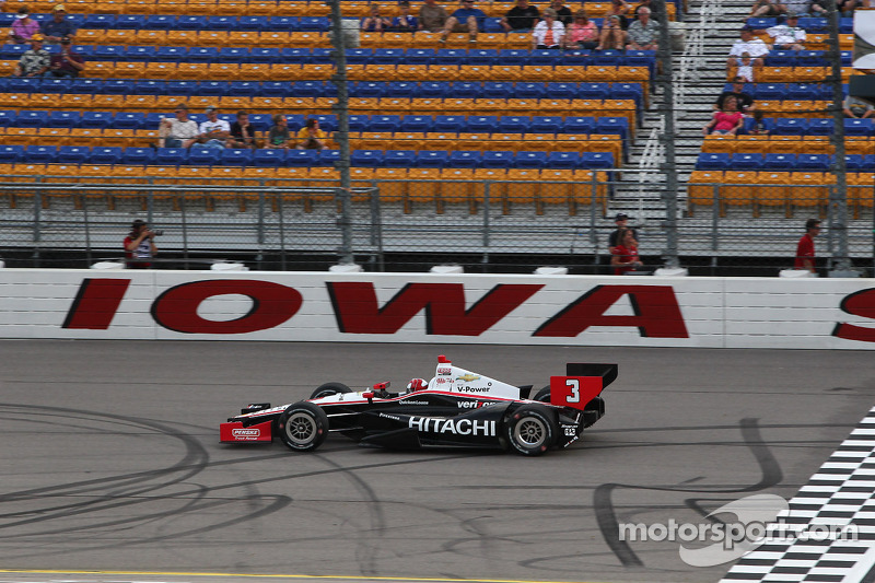 Penske's Castroneves maintained in Iowa his lead in series championship