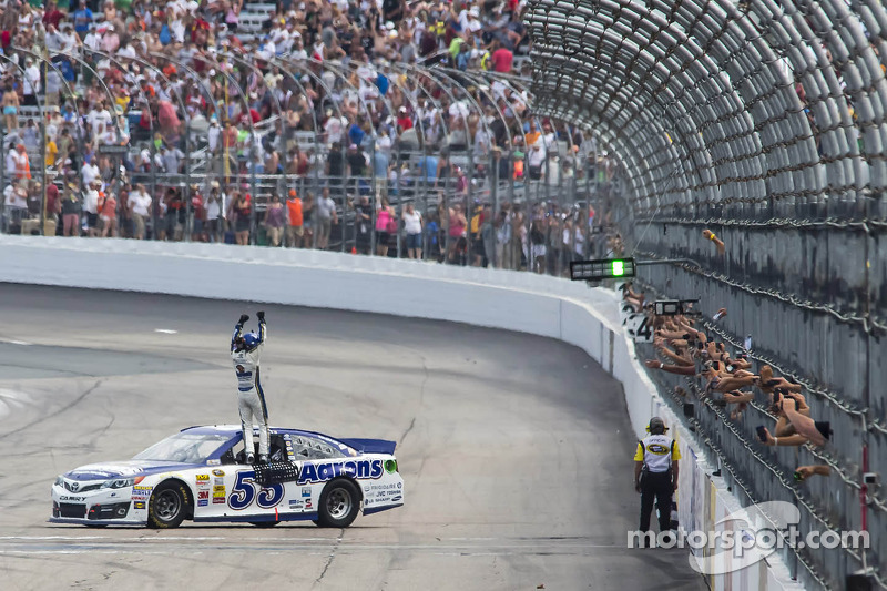 Brian Vickers gets full-time ride with Aaron's sponsorship