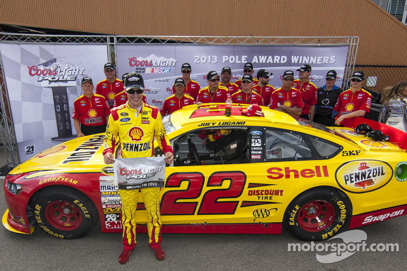 Logano claims pole in record time for Michigan 400