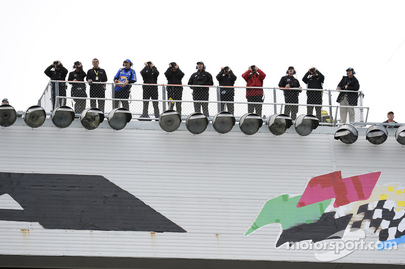Spotters under the spotlights: NASCAR new rules
