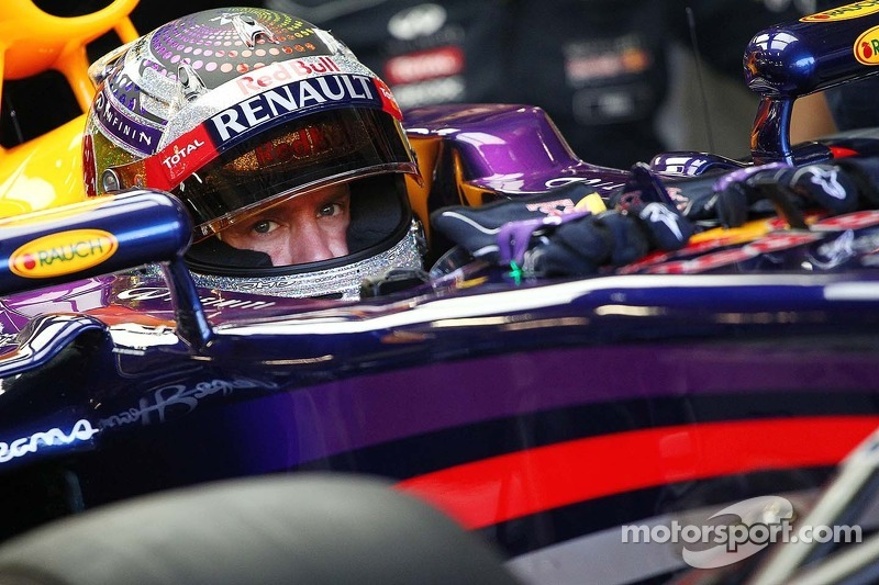 With a impressive performance, Red Bull's Vettel took the pole in Singapore