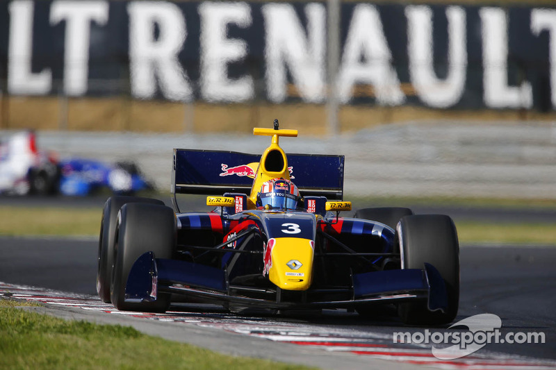 75,000 fans enjoy all-Renault action at Circuit Paul Ricard