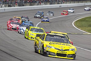 NASCAR Cup Special feature Matt Kenseth struggles but holds on to Chase standings lead at Kansas