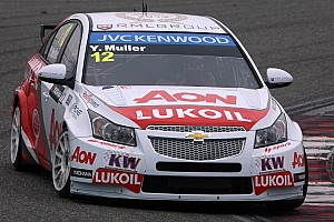 WTCC Qualifying report Chevrolet cars stun the field at Shanghai