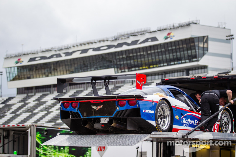 Testing suspended for all prototype classes at Daytona