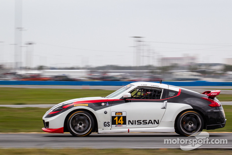 Doran Racing is going for 2014 CTSCC Championship with two top Nissans