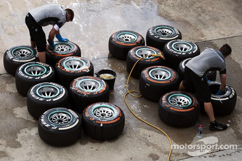 Pirelli: P Zero orange hard and P Zero white medium for Spain