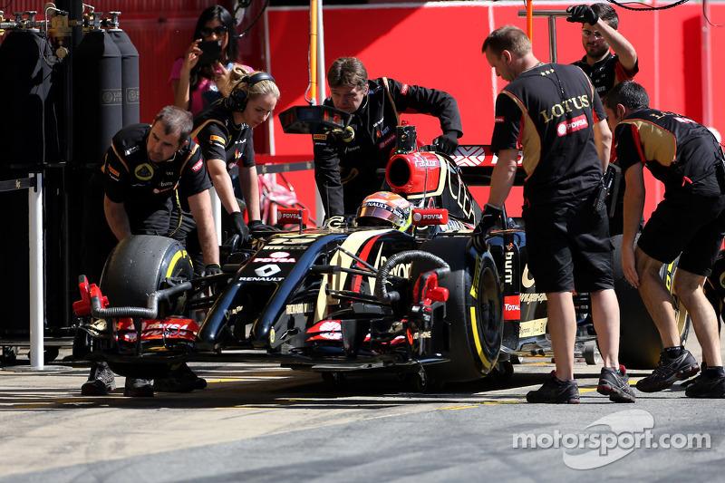 Pastor Maldonado fastest at second day at Barcelona