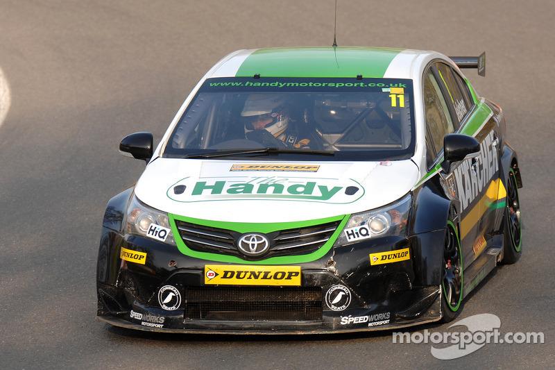 Monumental effort gets Belcher back on BTCC grid for Oulton Park