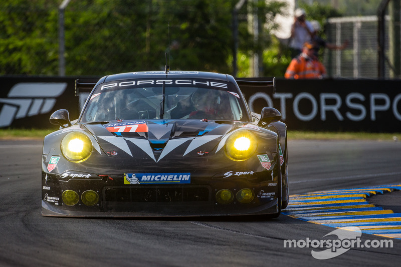 Dempsey Racing and Proton Competition top-qualifying GTE-AM Porsches at the 24 Hours of Le Mans