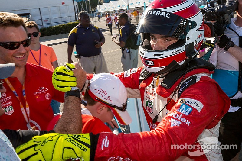 Piquet Jr emulates his father with dominant Long Beach victory
