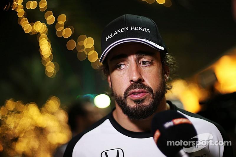 Alonso vuelve a homenajear a Senna