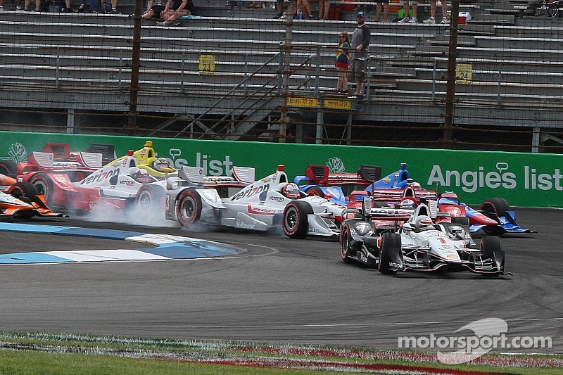 Should Castroneves have been penalized for first-lap crash?