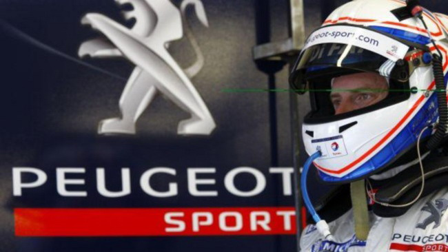 Davidson in testa, ritirata l'Audi di McNish