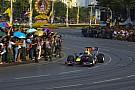 Bagno di folla per Webber a Bangkok
