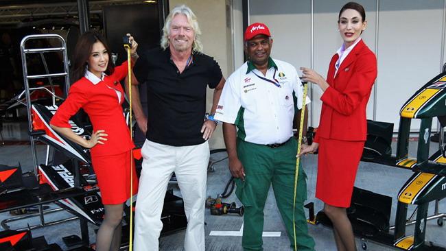 Branson posticipa il suo volo da hostess?