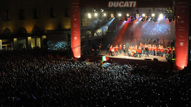 MotoGp Night: 38.000 persone per Nicky e Vale!