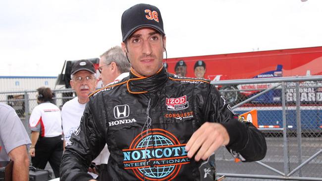 Tomas Scheckter trova un volante per la Indy 500