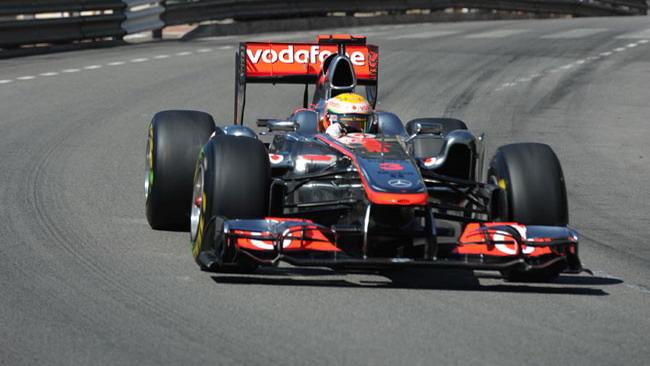 Hamilton retrocesso per taglio di chicane!
