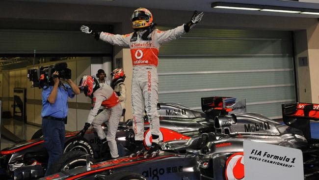Hamilton dedica la vittoria alla mamma