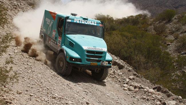 Dakar, 4° Tappa: tripletta del team Petronas De Rooy