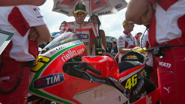 Ducati: un mese per convincere Valentino a rimanere