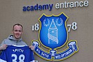 Bradley Smith si allena con i calciatori dell'Everton