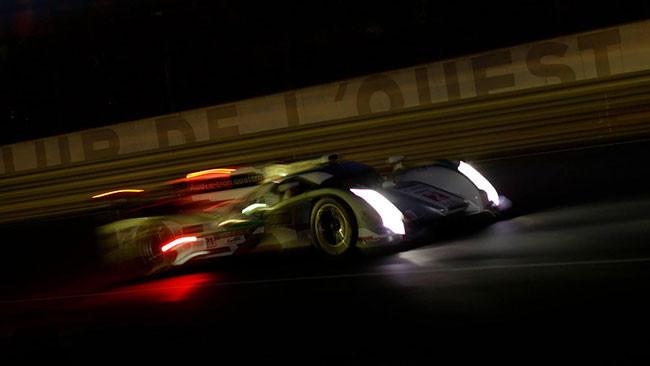 Le Mans: l'Audi numero 2 gestisce nella notte