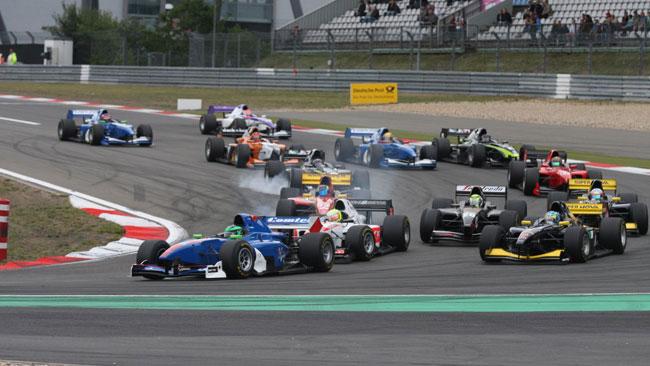 Auto GP pronta per i test collettivi di Donington