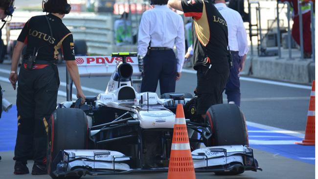 I meccanici Lotus raffreddano la... Williams