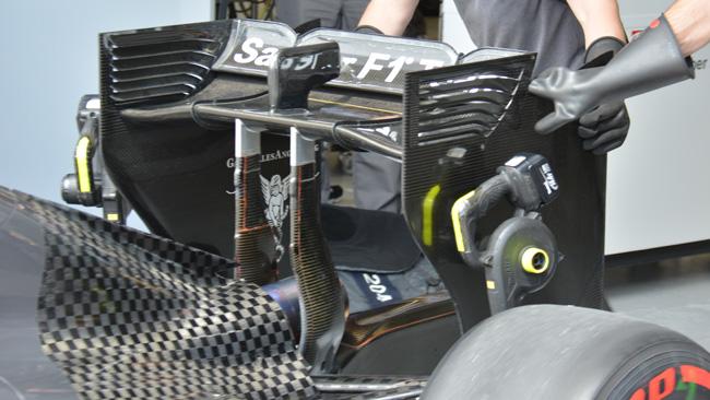 La Sauber svergola l'ala posteriore