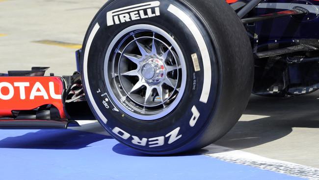 Silverstone, Day 1: la Red Bull prova i mozzi forati