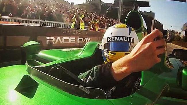 Ericsson si scatta un selfie guidando una... F.1!