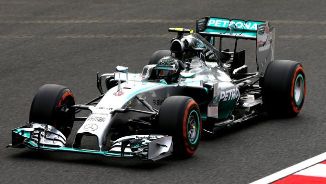 Suzuka, Libere 1: Mercedes in fuga, terzo Alonso