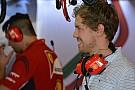 Ecco Sebastian Vettel nel box della Ferrari
