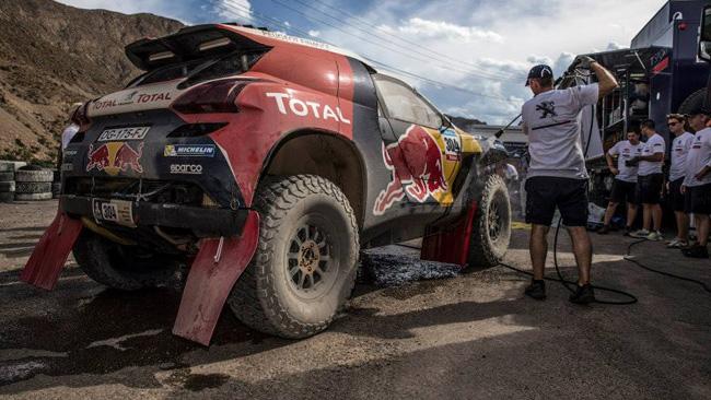 Dakar: la Peugeot ora guarda alle posizioni di testa
